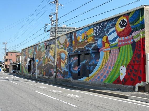 安城駅周辺倉庫壁 (壁画の下準備) |安城市、西尾市の塗り替え屋本舗 52