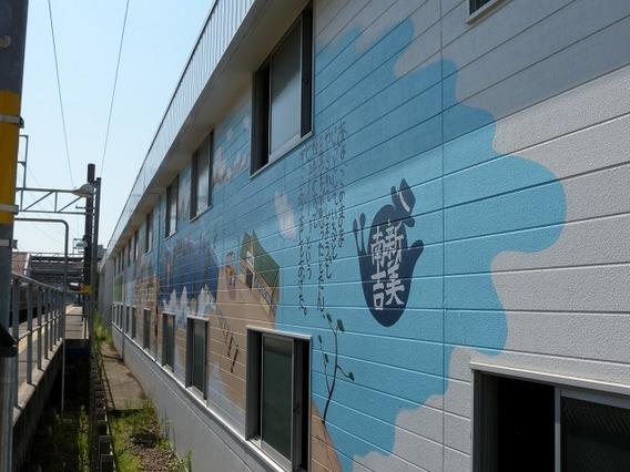 安城駅駐輪場 (壁画の下準備)|安城市、西尾市の塗り替え屋本舗 51