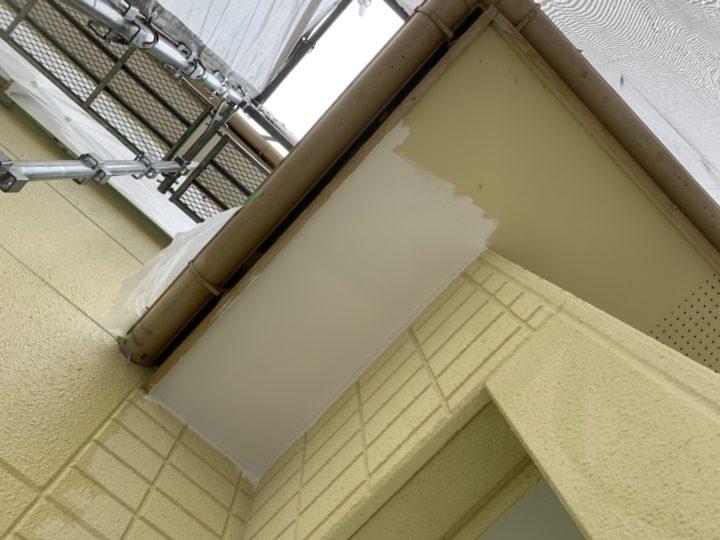 軒天塗装 作業中