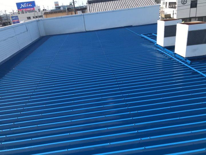 鮮やかなブルーの折半屋根|西尾市N様邸|西尾市・安城市の塗り替え屋本舗 491 施工データ  貸店舗折半屋根塗装 シリコン塗料