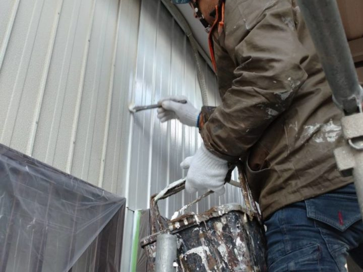 離れ 外壁トタン 下塗り