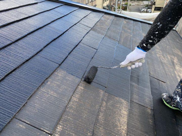 屋根 中塗り施工中