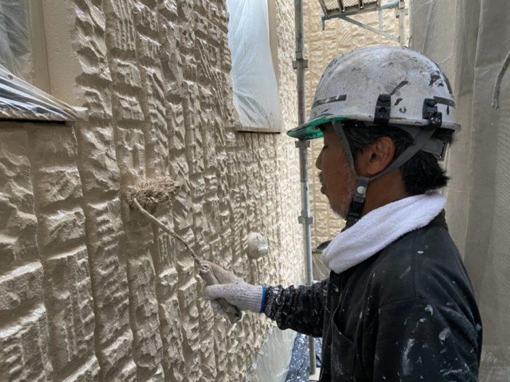 外壁 上塗り施工中