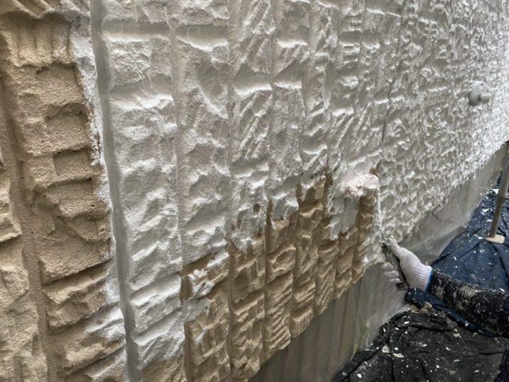 外壁 下塗り施工中