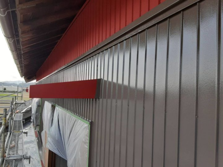 外壁 中塗り施工中
