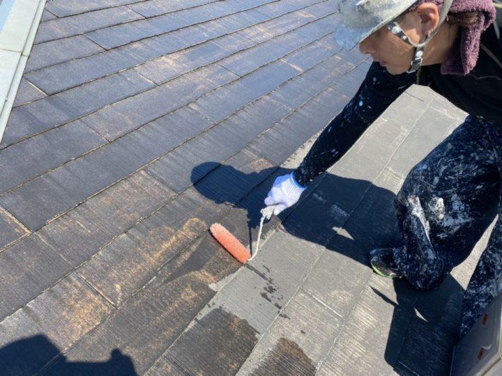 屋根 下塗り施工中