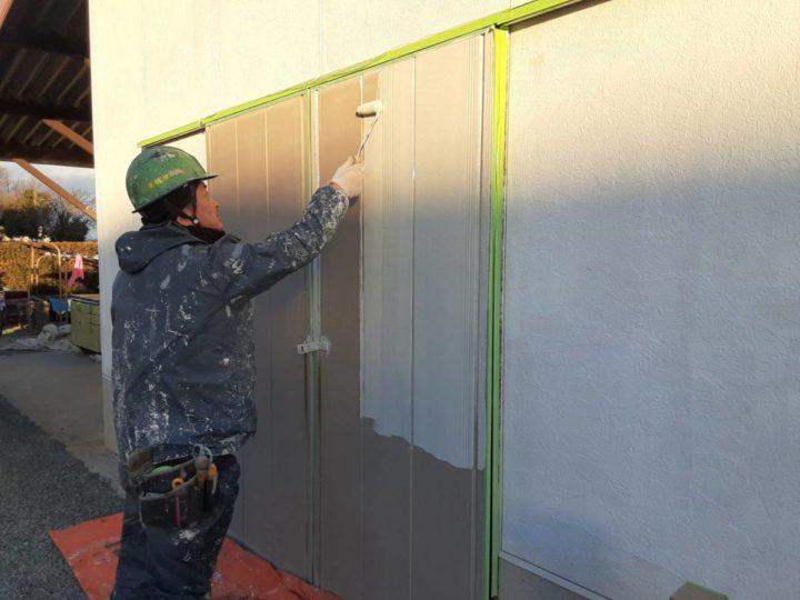 車庫外壁・引戸 下塗り