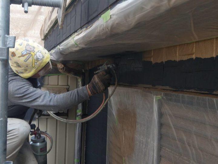 1階外壁 下塗り施工中