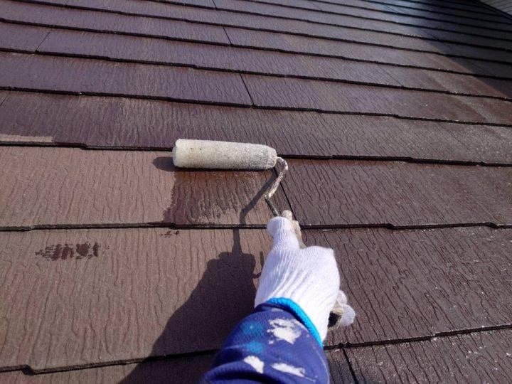 屋根塗装 下塗り施工中