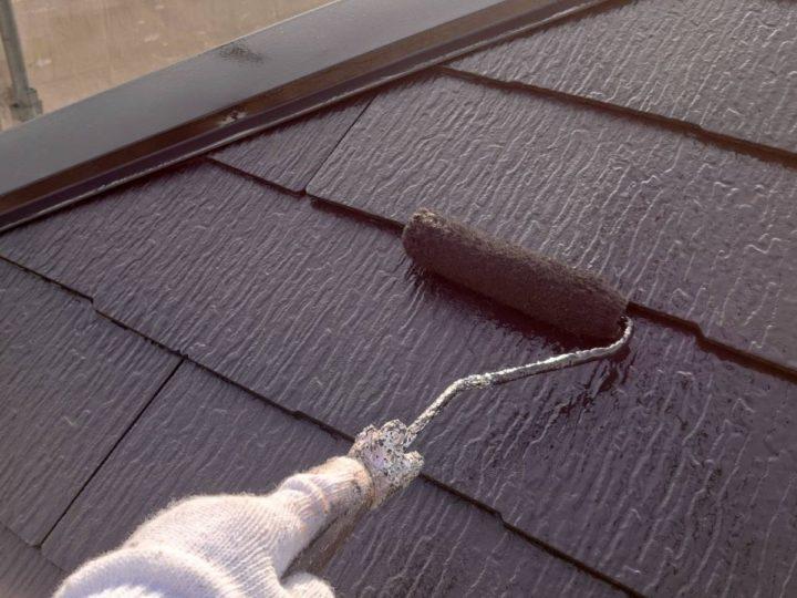 屋根塗装 上塗り施工中