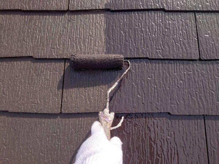 屋根塗装 中塗り施工中