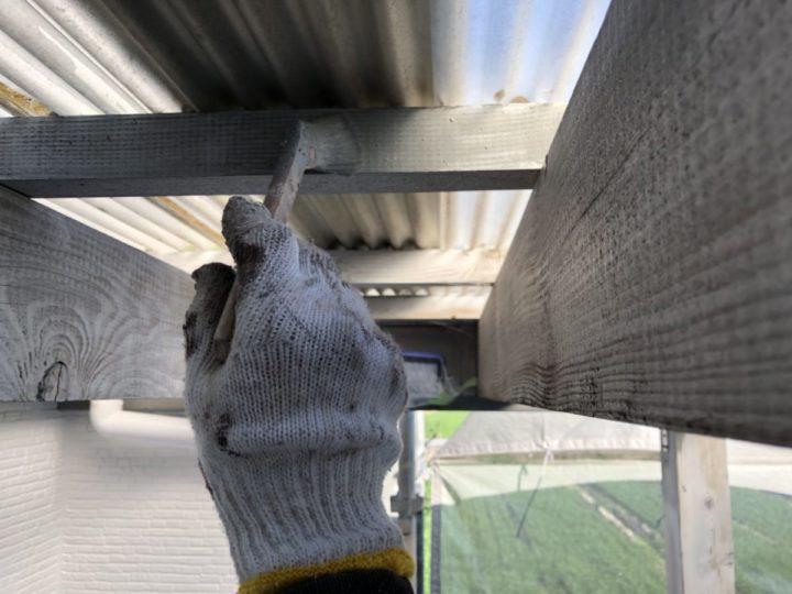 テラス柱・梁 上塗り施工中