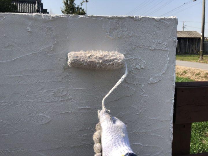 外塀 上塗り施工中