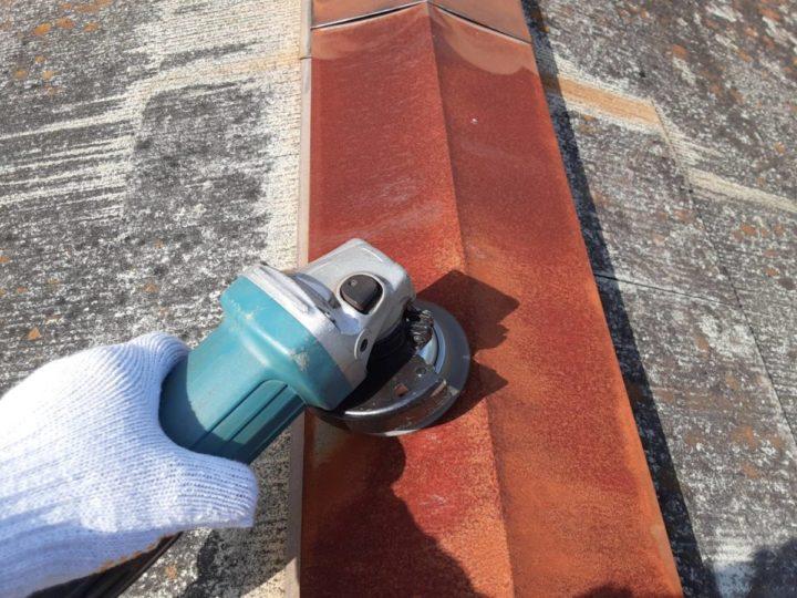 横屋屋根大棟 ケレン作業