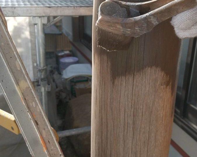 玄関柱 下塗り施工中
