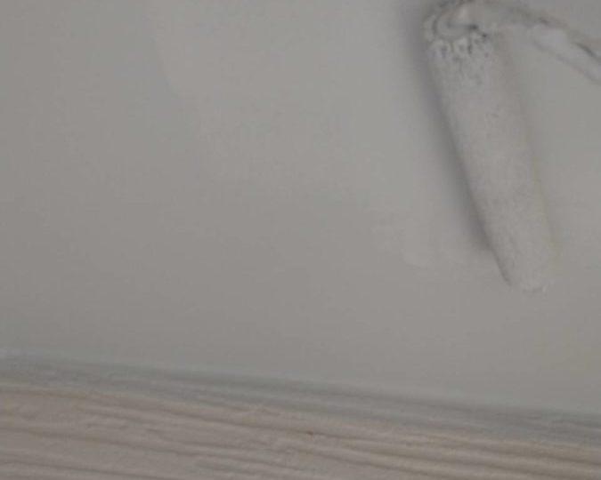 軒天塗装 上塗り施工中