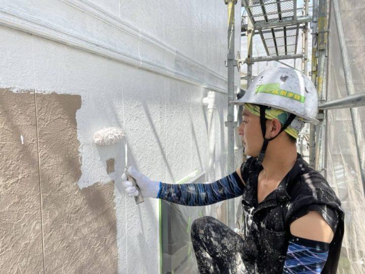 外壁塗装 下塗り施工中