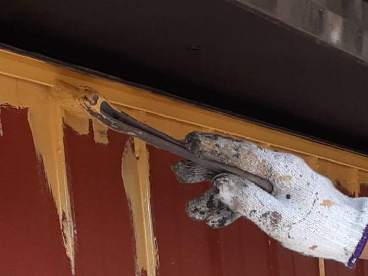 外壁塗装 中塗り刷毛入れ