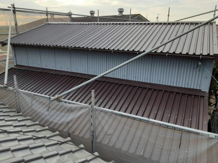 倉庫屋根カバー工法 完成✨